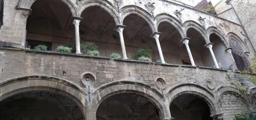 Palazzo Ajutamicristo1