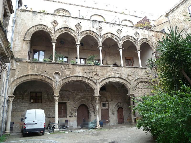Palazzo Ajutamicristo2