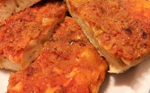 Pizza-palermitana-o-Sfincione-siciliano