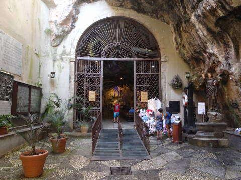 ingresso grotta di s.Rosalia