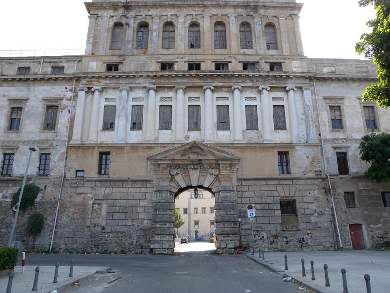 palazzo de seta e porta dei greci