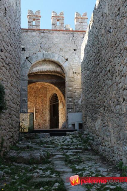 Caccamo Castello int