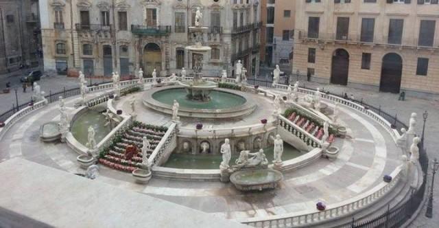 Fontana Pretoria vista da Palazzo delle Aquile