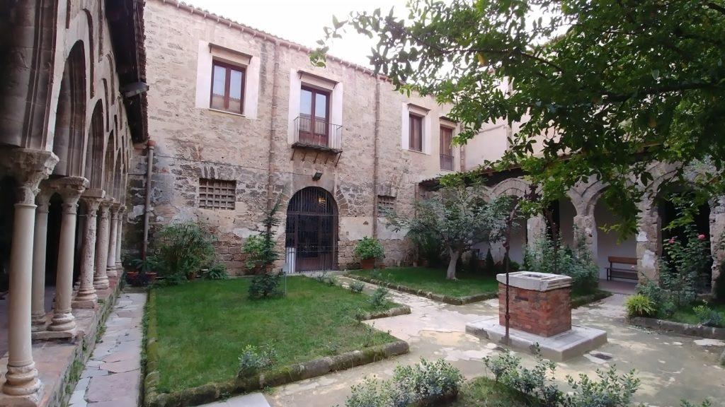 Il pozzo del chiostro della Magione   www.palermoviva.it