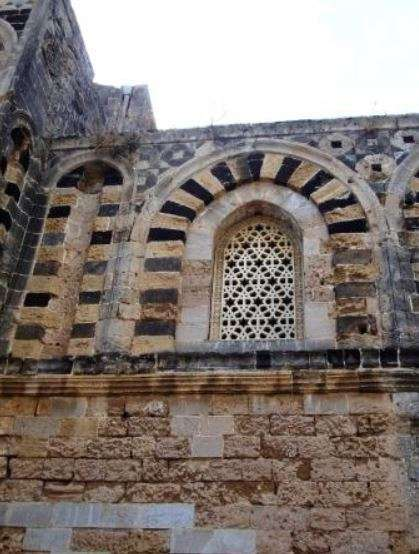 Chiesa Santo Spirito esterno finestra