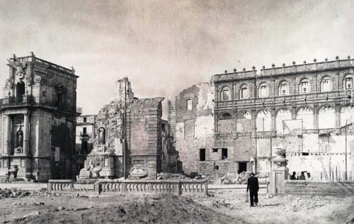 Il loggiato dopo i bombardamenti del 1943